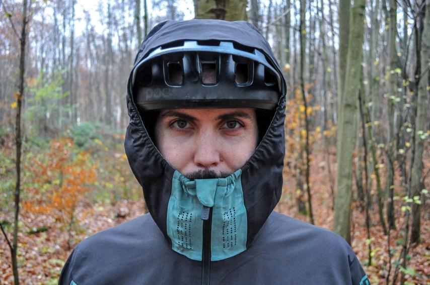 Mehr Spaß beim Schlechtwetterfahren Dank der richtigen Kleidung? Christoph hat's ausprobiert.