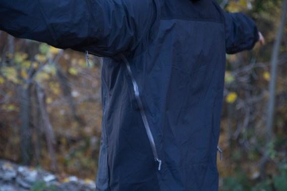 Die Belüftungsöffnung an der MT500 Jacke zieht sich bis auf den Rücken.