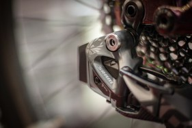 Simpel: Der Akku der am MTB-Schaltwerk zum Einsatz kommt, passt gleichzeitig auch in die Reverb oder in das Rennrad-Schaltwerk.
