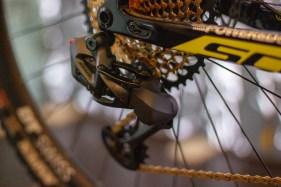 Kabellos und makellos? Das AXS Eagle XX01 Schaltwerk am Racebike von Nino Schurter.