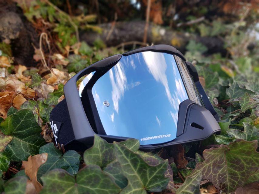 Die C/S Goggle, ist die erste Goggle aus dem Hause Loose Riders und hat bereits den ISPO Award gewonnen.