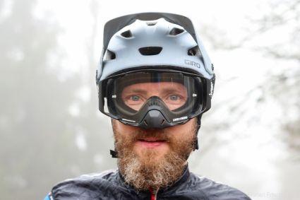 Der Nasenschutz an der Loose Riders C/S Google kann optional entfernt werden.