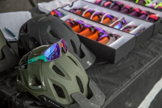 Oakley präsentierte neben vielen Testbrillen auch ihre neuen MTB-Helme.