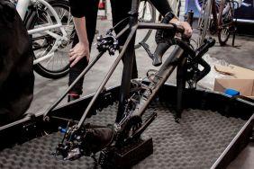 Laufräder, Lenker und Sattel werden demontiert