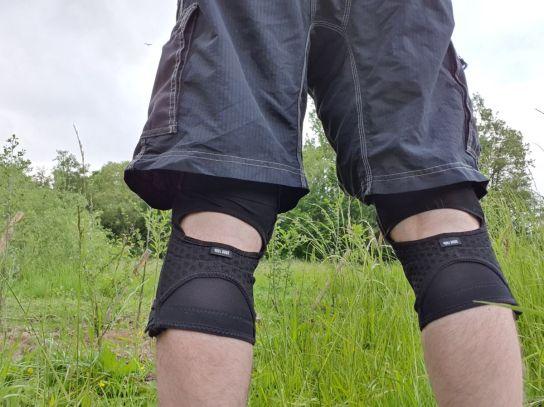 Klar sammeln sich beim bergan Pedalieren ein paar Schweißtropfen, bergab jedoch wird es angenehm luftig um die Knie.