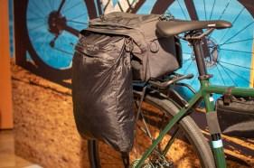 Wer Platz am Rad braucht, für den gibt es vercshiedene Gepäckträgertaschen.