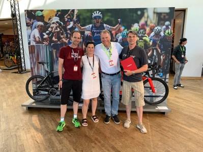 Aaron, Tanja und Jürgen zusammen mit Co. Präsident John Burke.