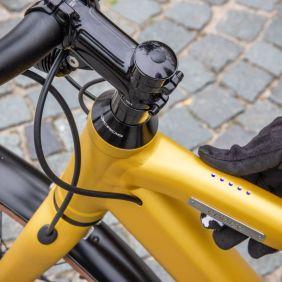 Das E-Bike lässt sich mit einem Knopdruck bedienen