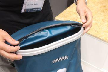 Wasserdicht, praktische Einriff-Öffnung, Tragegriff, separatre Innentasche