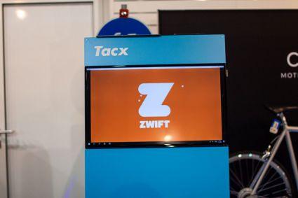 Nutzt man Tacx Produkte, so kann man seine Fahrten auch mit Hilfe der App Zwift gestalten