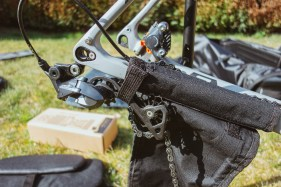 Schutz für das Schaltwerk beim Transport mit der B&W Bike Bag II