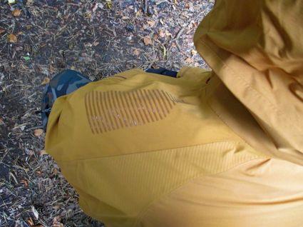 Das Silikonpadding verhindert das Verrutschen des Rucksacks