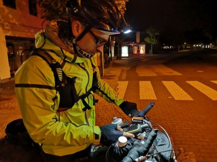 Immer wieder prüften die Teilnehmer den Routenverlauf auf ihren GPS-Geräten