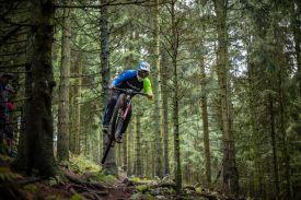 Dank seiner Anfänge auf dem Dirtbike weiß Benedikt genau wie man sich in der Luft bewegt