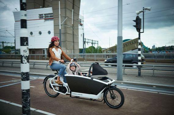 E-Lastenräder, wie der Urban Arrow Family ermöglichen klimaneutrale Transportfahrten