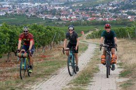 Mit Sicherheitsabstand lässt sich auch während der Corona-Pandemie am Taunus Bikepacking teilnehmen.
