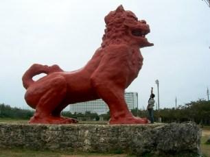 El shisa más grande de Okinawa, mide 6 metros de altura