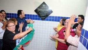 Presença do prefeito Eduardo Brito e vice Beto Fernandes, no descerramento da placa