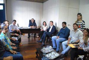Comissão de transição reunida na tarde desta sexta-feira na Prefeitura de Mamanguape