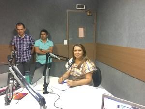 Prefeita de Itapororoca Elissandra (DEM), nos estúdios da Rádio Correio do Vale FM, 106.1