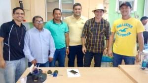 Prefeito Fabiano Pedro (DEM), acompanhado de amigos e correligionários.