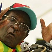 Robert Mugabe, refuse de s'adresser à un journaliste parce qu'il est blanc