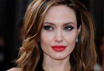 Angelina-Jolie-batom-vermelho