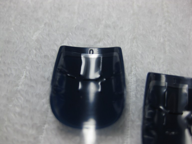 O número de cada unha fica na extremidade que não encosta na cutícula. Na foto, as unhas têm tamanho zero e um.