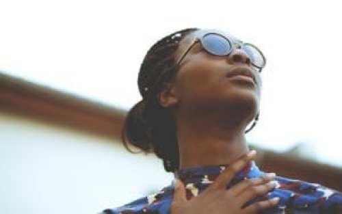 mulher-oculos-de-sol