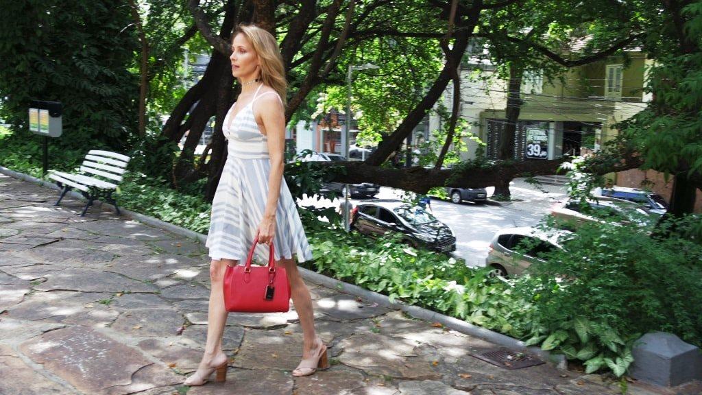 vestido listras mule nude bolsa vermelha blog da ana
