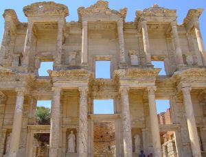 1280px-Celsus_library_3