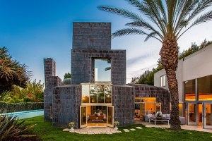 search.rendition.article-horizontal.frank-gehry-schnabel-house-los-angeles-670