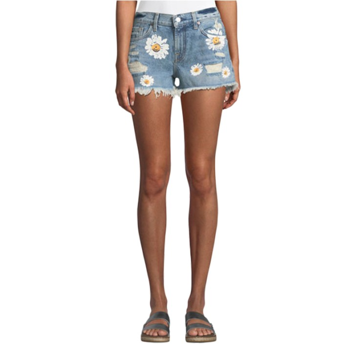 7-for-all-man-kind-cutoff-denim-shorts-w-detroy-and-daisies-800