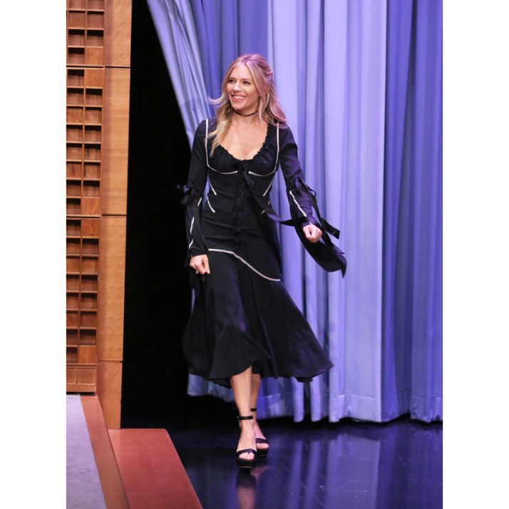 sienna-miller-black-dress-800