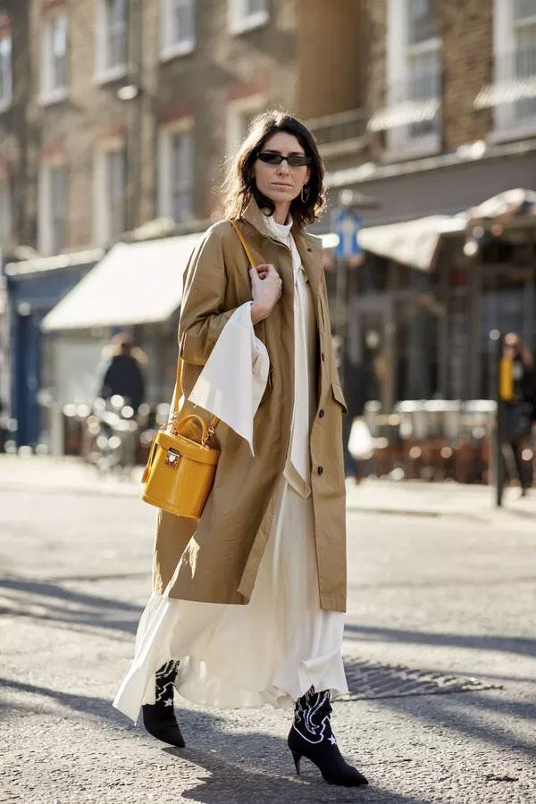trench-coat-bota-preta-vestido-branco-20180607123101