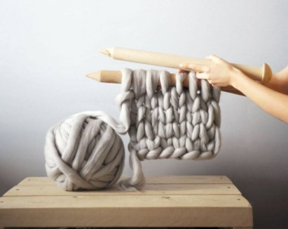 diy-chunky-knit-blanket-1
