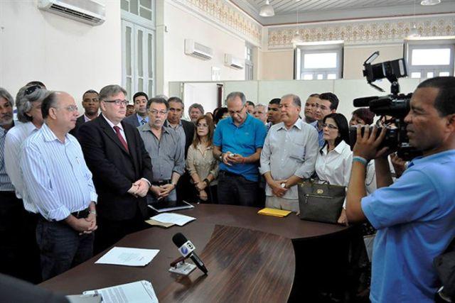 Caixa _ o novo agente financeiro da Prefeitura  foto Silvio Tito (4)