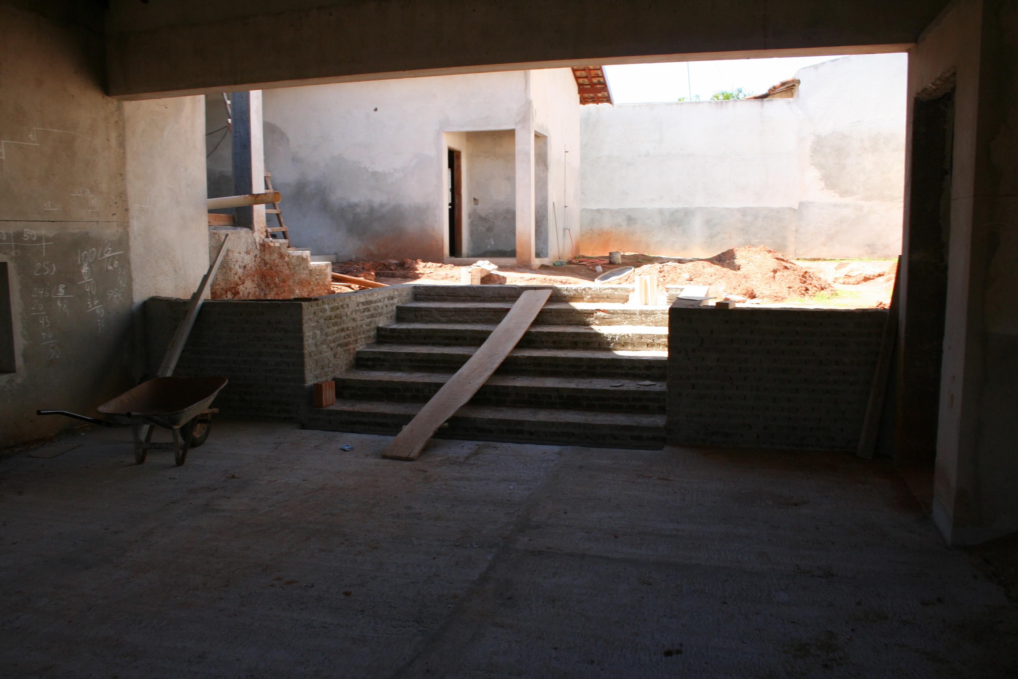 Foto Da Reforma : Lateral Com O Portão Da Garagem