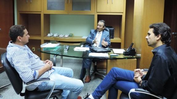 José Adécio e prefeito Laerte conversam sobre investimentos para Rio do Fogo