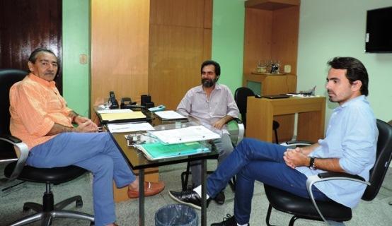 José Adécio e Gustavo Costa discutem política com Marcos Chimbinha de Touros