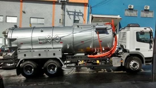 Prefeitura de Guamaré amplia frota com caminhão com sugador e hidrojato