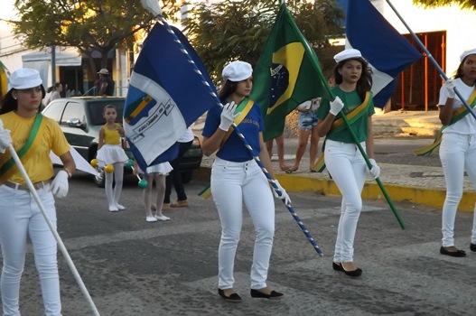 Desfile cívico da Escola Municipal Estudante Francisco Leite