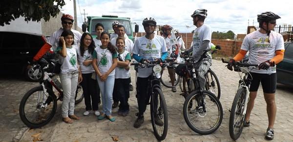 Ciclistas que participam do Girobiky fazem parada em João Câmara