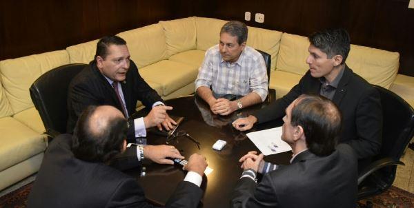 Deputado Ezequiel Ferreira com representantes do setor logista