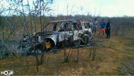 Veículo com queixa de roubo foi encontrado em chamas(Foto: Mossoró Hoje)