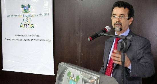 Parlamentar diz que é preciso descentralizar aplicação de recursos orçamentários (foto: Eduardo Maia)