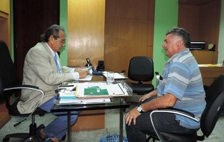 José Adécio recebe o pré-candidato a prefeito Tiquinho