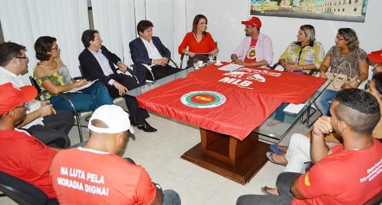 Governador Robinson Faria se reuniu na tarde desta segunda-feira (5) com representantes do Movimento de Luta nos Bairros, Vilas e Favelas (MLB)