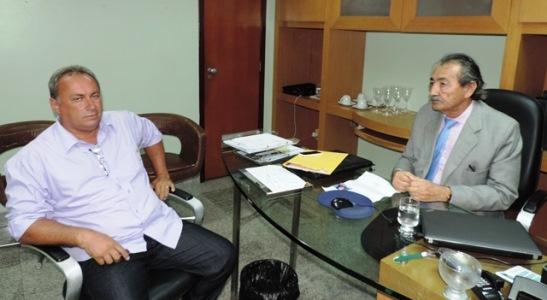 José Adecio recebe vereador Jerry
