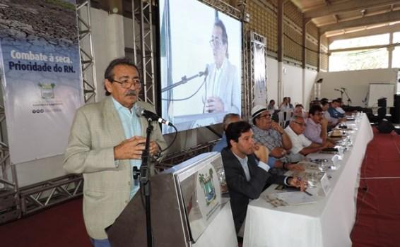 Deputado José Adécio fala sobre combate a seca na Festa do Boi